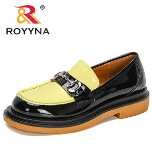 ROYYNA 2021 New Designers Thick Sole Metal Decration Ladies Shoes Cute Low Top Women's Casual Boat Trendy Shoes Zapatos De Mujer