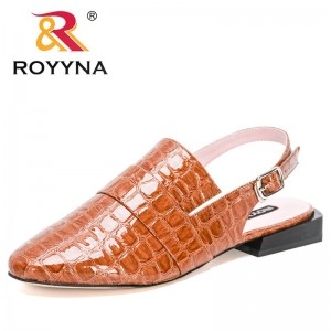ROYYNA 2021 New Designers Classics Slippers Casual Sandals Shoes Women Popular Mules Round Toe Flat Shoes Ladies Trendy Comfort